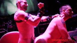 Eş cinsel seks partisinde zorlu aşamalar