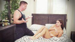 Kocasının arkadaşının masaj yaptığını sonradan fark etti