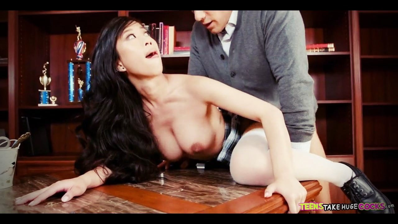 Çinli sekreteri ofiste patron sert sikti