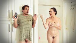 Duş alırken kendini izleyen adamla mobil sikiş