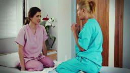 Lezbiyen hasta bakıcısı hemşireyi ayarttı