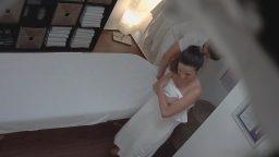 Turist bayan masaj salonunda gizli kamerada