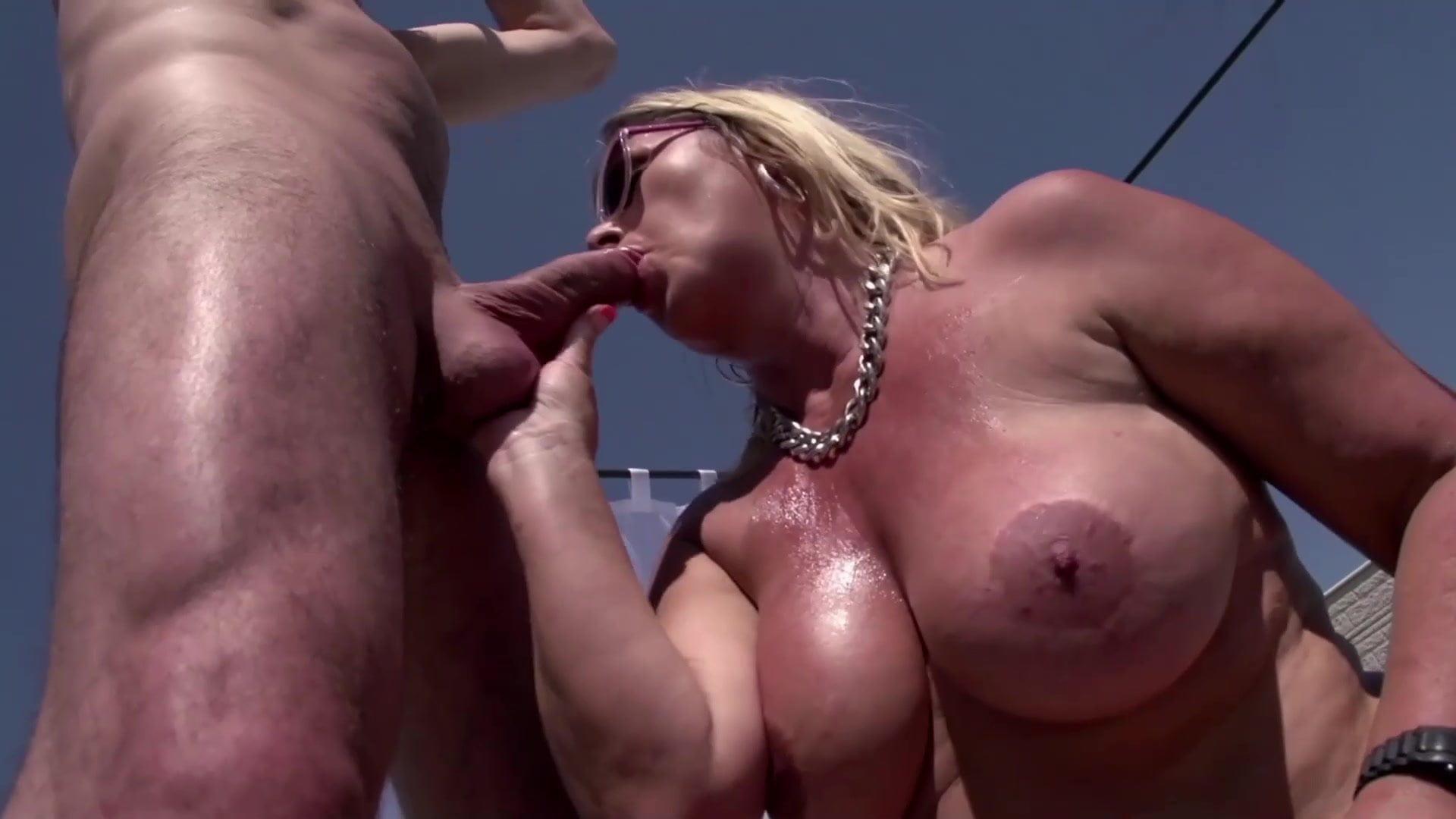 İşsiz adam zengin milf kadını sikiyor