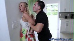 Evlenen eski sevgilisine zorla sahip oluyor