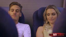 Yeni tanıştığı kadınla uçakta ilişkiye girdi